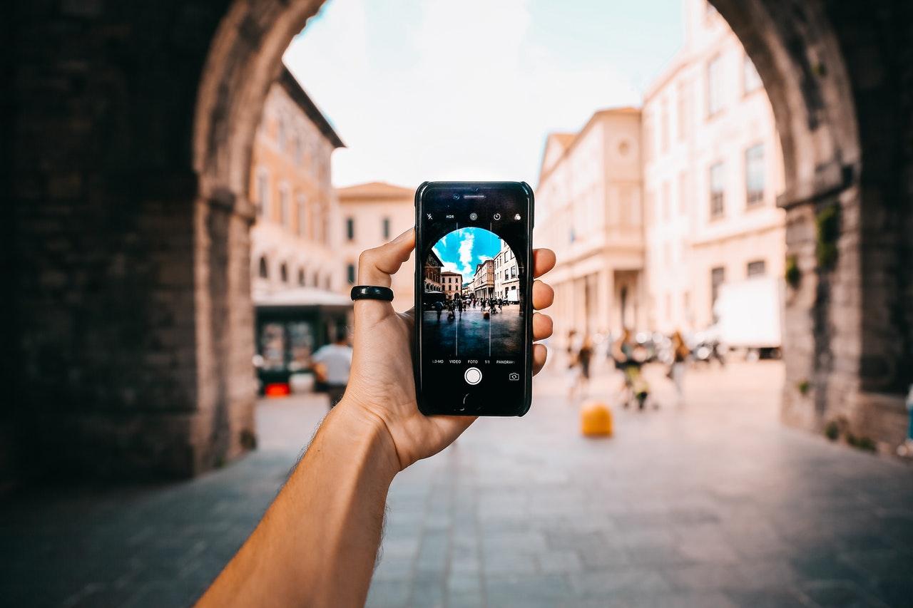 3 aplicativos de edição de fotos para smartphones que você precisa baixar (Foto de Oleg Magni no Pexels)